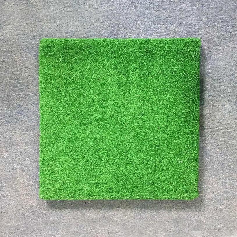 Резиновая плитка с искусственной травой