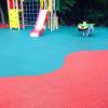 Бесшовное резиновое покрытие на детской площадке